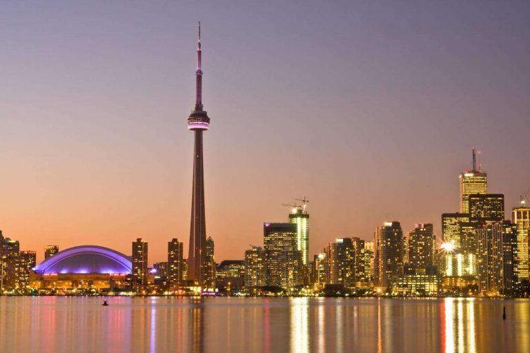 بماذا تشتهر كندا صناعيا وتجاريا