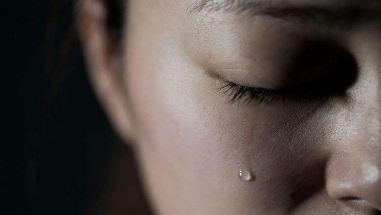 ما هي أسباب البكاء المفاجئ