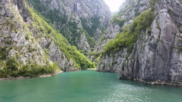بحيرة كومان - السياحة في ألبانيا 2019