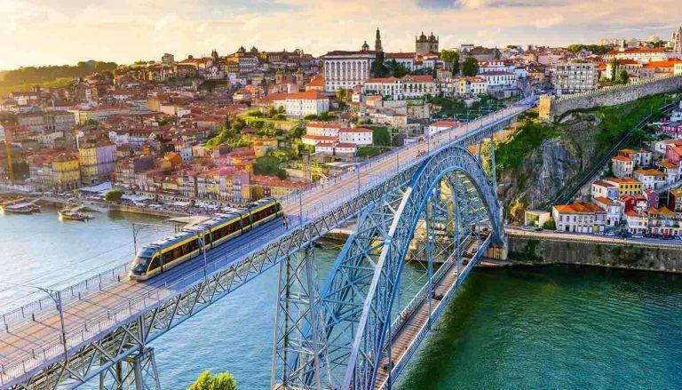 بماذا تشتهر البرتغال صناعيا وتجاريا