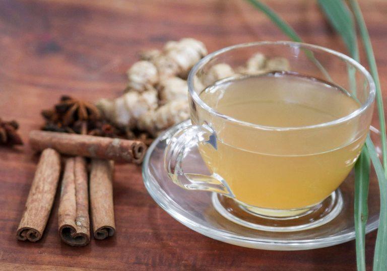 كيفية صنع شاي الزنجبيل والقرفة
