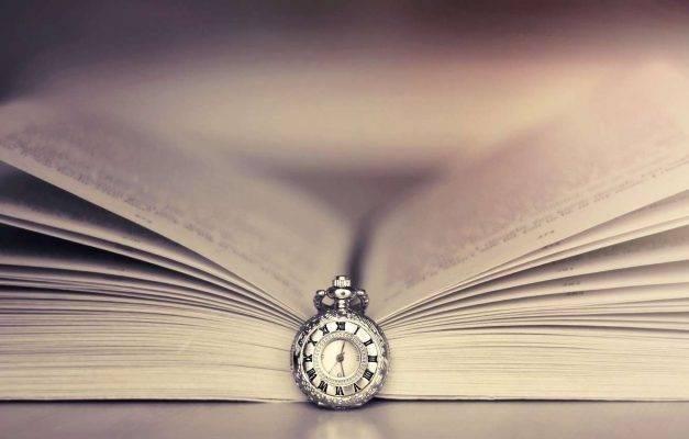حكم بالانجليزي عن الكتب من الأديبات