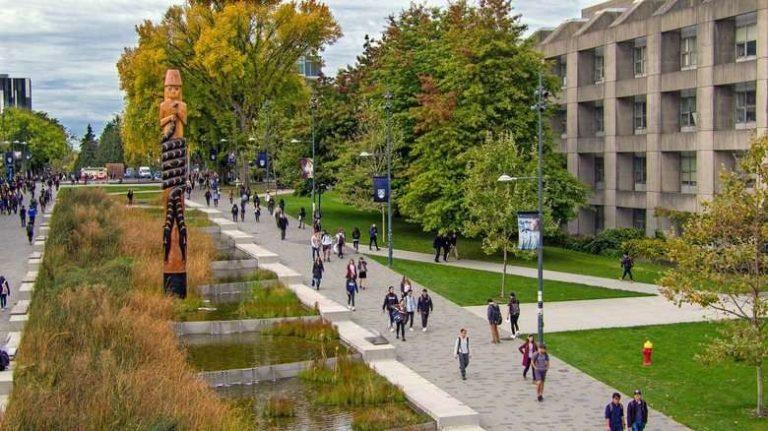 الجامعات في فانكوفر كندا