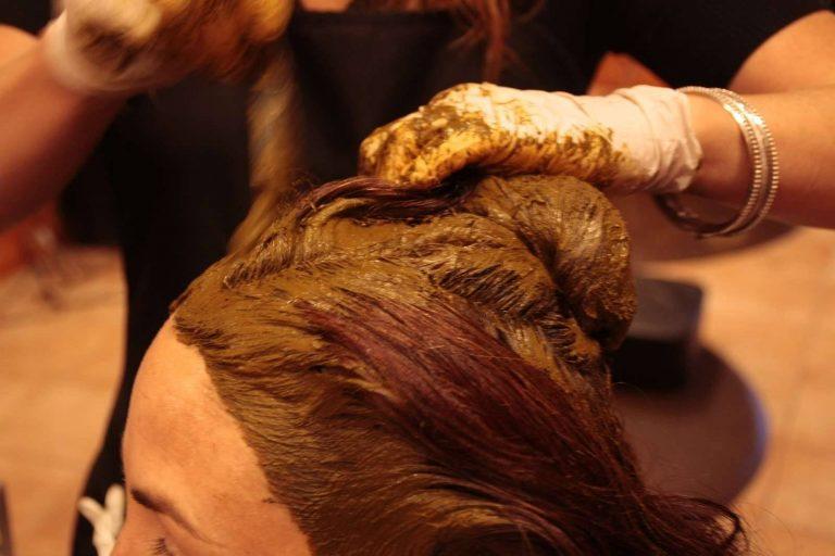 غسل الشعر بالحناء