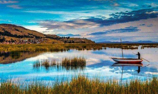 بحيرة تيتيكاكا ..
