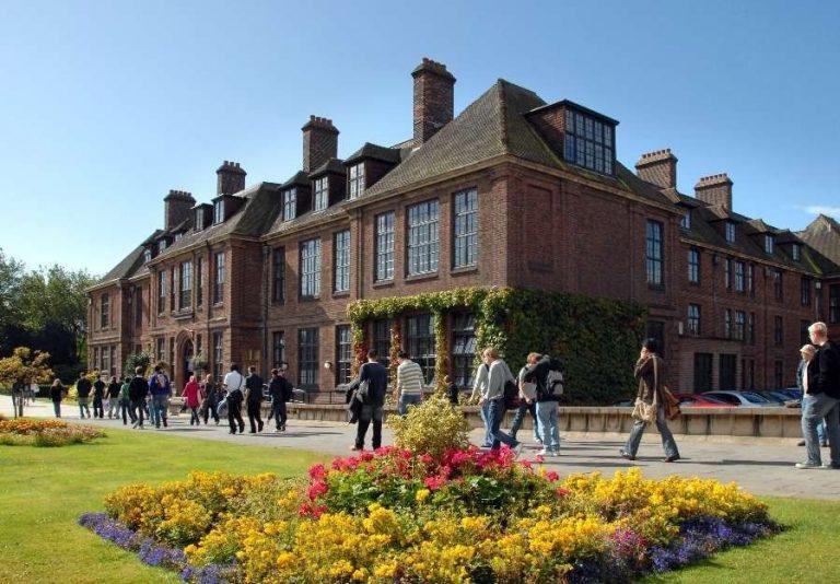 جامعة هال في بريطانيا