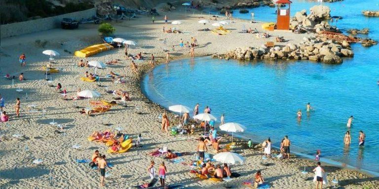 السياحة في قبرص شهر اغسطس
