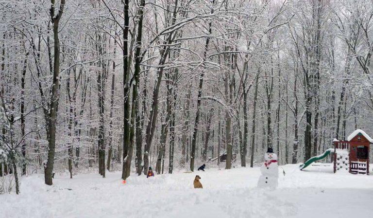 فصل الشتاء في مدينة أكرون ولاية أوهايو