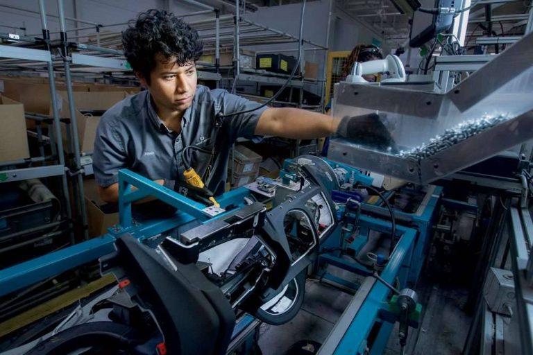 بماذا تشتهر ولاية كارولاينا الجنوبية الأمريكية في الصناعة والتجارة