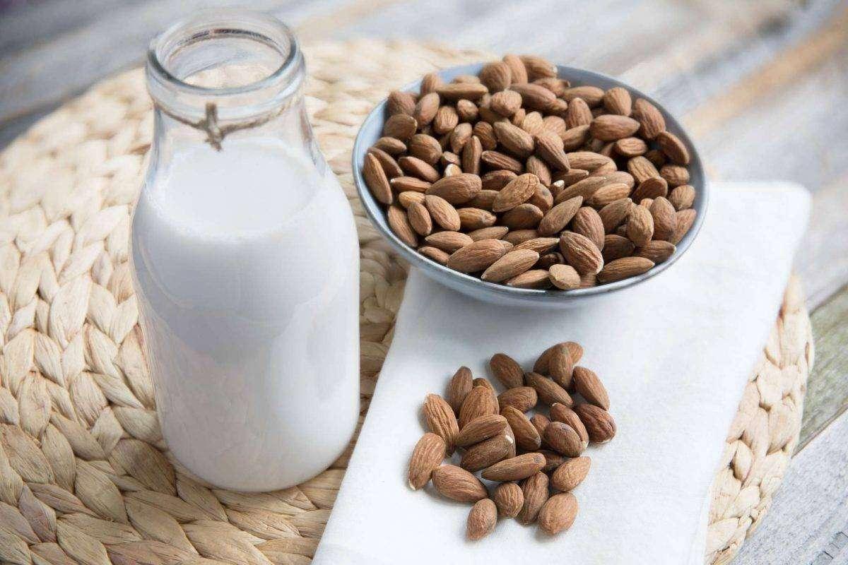 فوائد حليب اللوز لمرضى السكري
