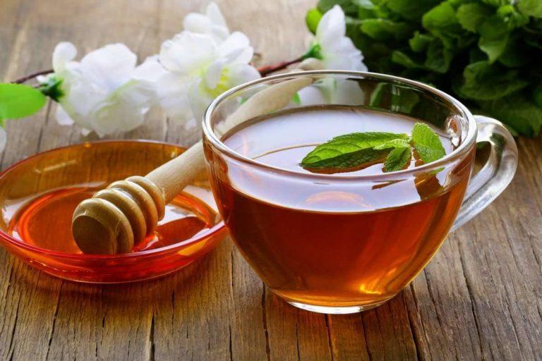 فوائد غسل الشعر بالشاي الأخضر .