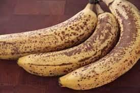 لماذا يسود الموز بعد تقشيره
