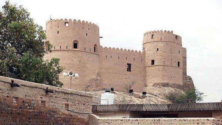 مكوّنات بناء قلعة الفجيرة