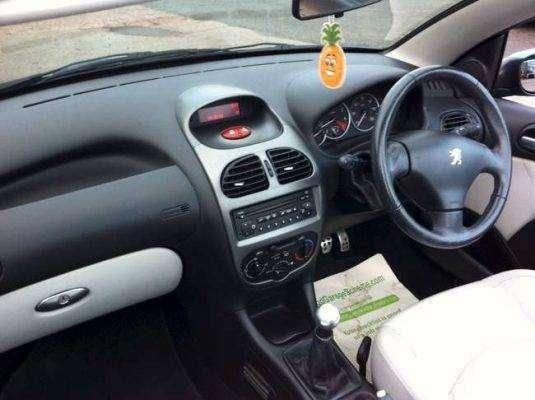 مزايا وعيوب سيارة بيجو 206