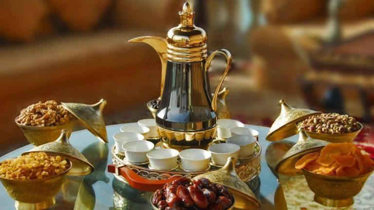 شرب القهوة العربية