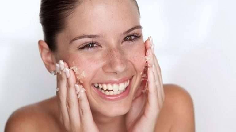 فوائد غسل الوجه بالملح