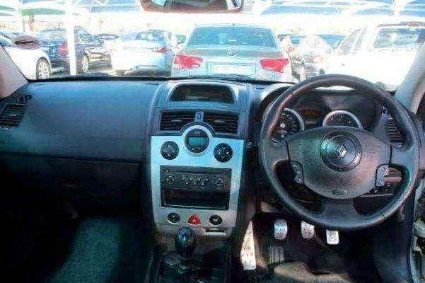 مميزات وعيوب سيارة رينو ميجان 2005