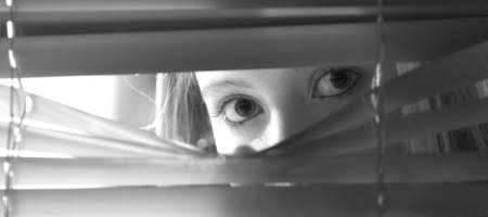 كيف تعرف شخص يراقبك
