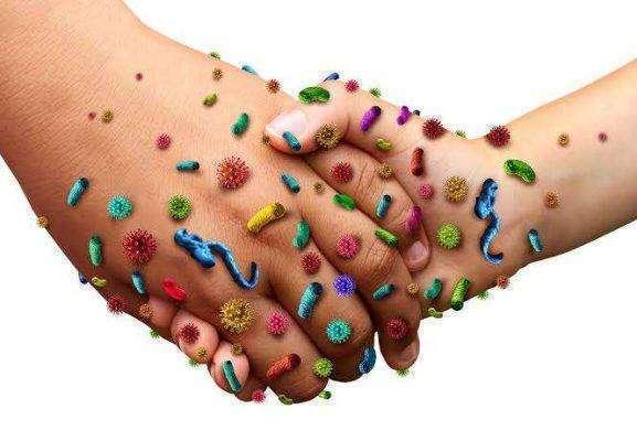فوائد غسل اليدين بالماء والصابون