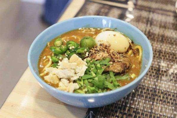 بماذا تشتهر سنغافورة في الأكل