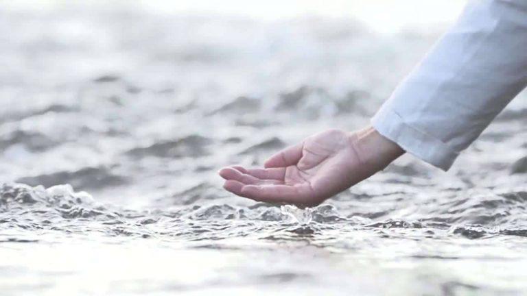 فوائد غسل الوجه بماء البحر