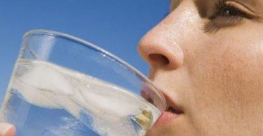 فوائد الماء البارد للشرب