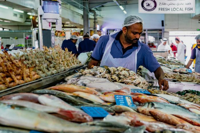 سوق الميناء للأسماك في أبو ظبي