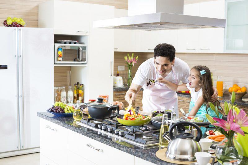 صورة فوائد الطبخ مع الأطفال