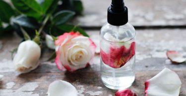 فوائد زيت الجلسرين مع ماء الورد