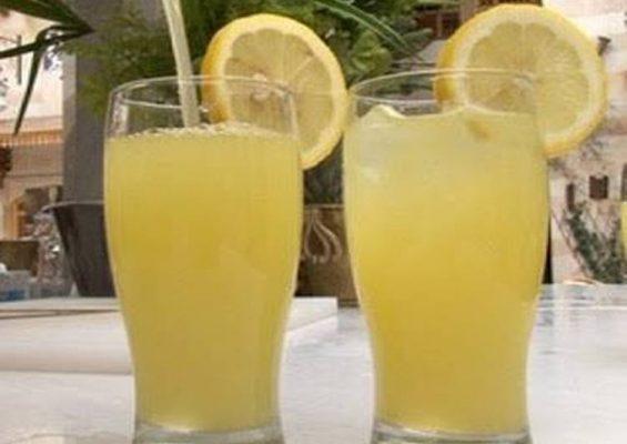 ماء الليمون البارد مقابل الدّافئ
