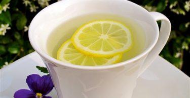 فوائد الماء الحار والليمون على الريق