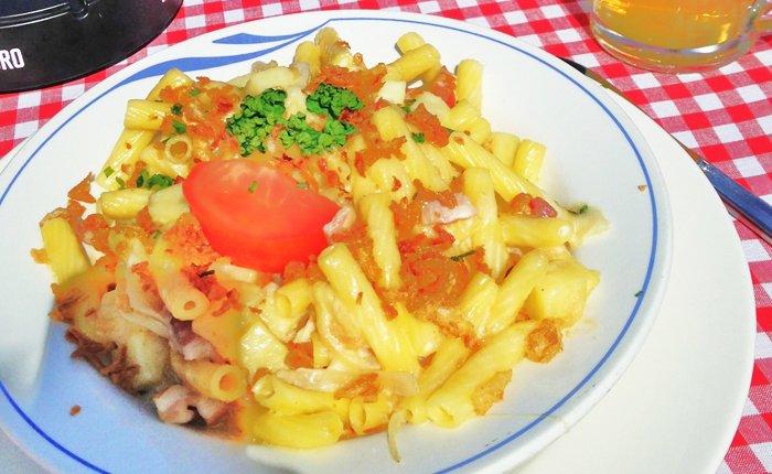 بماذا تشتهر سويسرا في الأكل