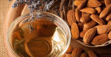 فوائد زيت اللوز الحلو للجسم بعد الاستحمام