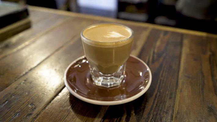 الفرق بين الكورتادو ومشروبات القهوة الأخرى