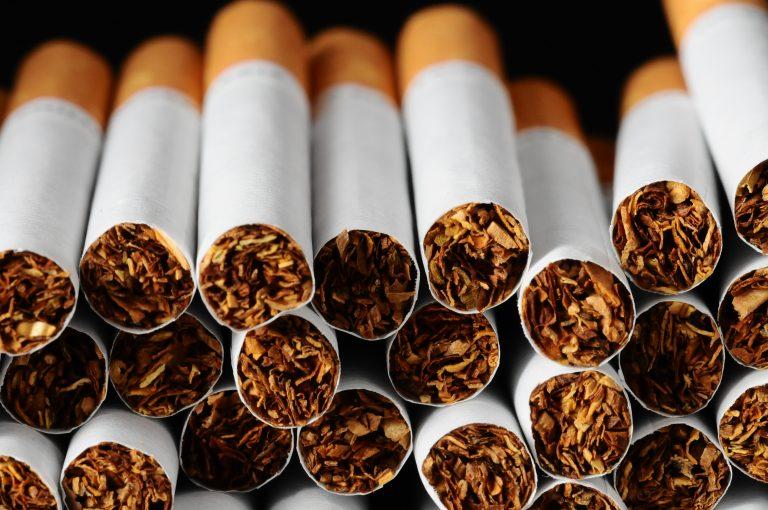 خلط التبغ مع المواد الأخرى