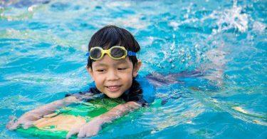 بحث عن أهمية السباحة للأطفال