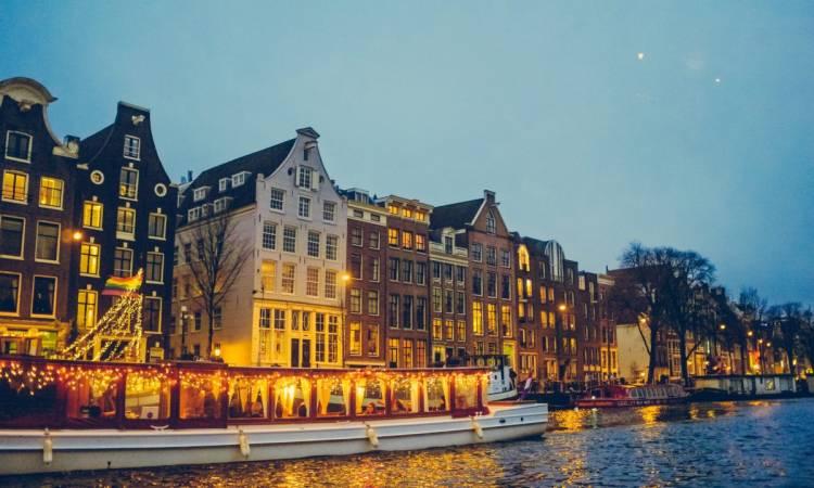 Photo of شهر العسل في أمستردام