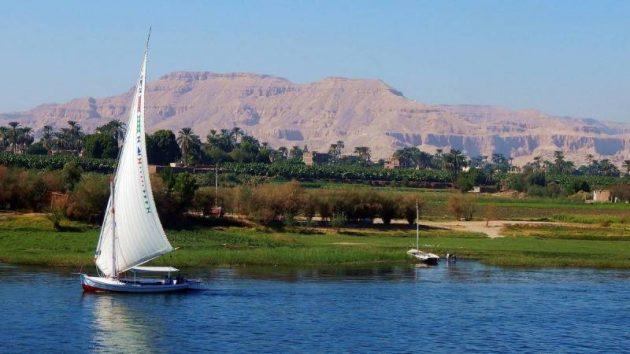 تعبير عن نهر النيل بالعناصر الرئيسية