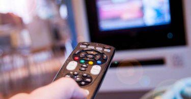 كيفية تشغيل ملفات ترجمة الأفلام على أجهزة التلفاز