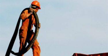 العمل في حقول النفط