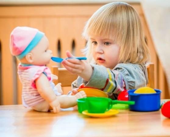 تعليم الأطفال الكلام سن سنتين