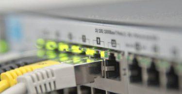 الجهاز الذي يستقبل الإشارة من الحاسب ويتعرف على عنوان الجهاز المرسل إليه هو