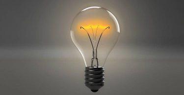 ابحث في إسهامات العلماء في تطوير الطاقة ومصادرها