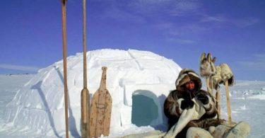 العلاقة بين رواد الفضاء وقبائل الاسكيمو في القطب الشمالي