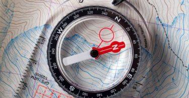 الإستفادة من الابرة المغناطيسية في تحديد الاتجاهات