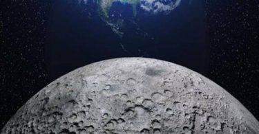مالذي يسبب الفوهات فوق سطح القمر