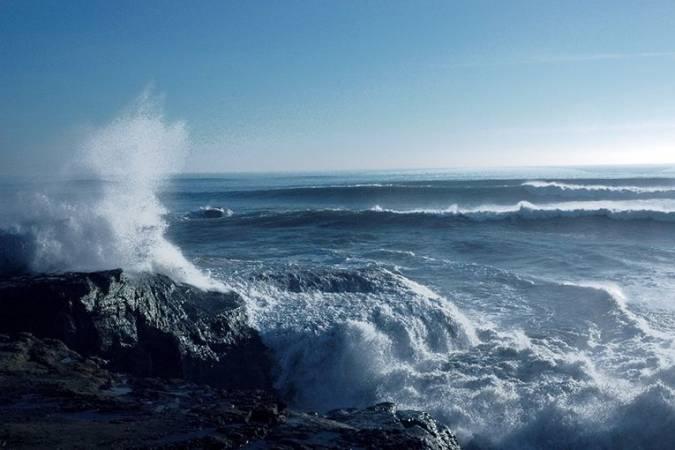 ما الذي يسبب المد والجزر